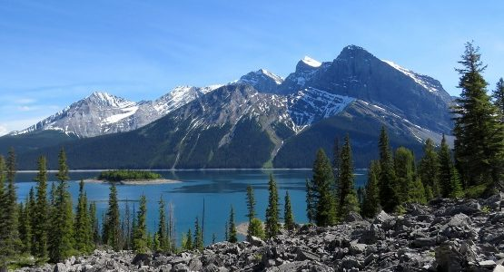 Lake and the mountains in the Canadian Rockies (Alberta)
