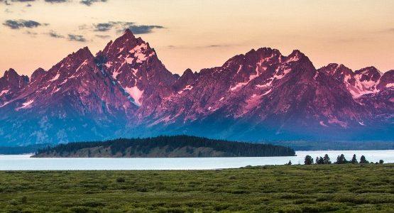 Sunset over Grand Tetons (Wyoming)