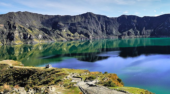 Quilotoa on trekking tour in Ecuador in the Avenue of Volcanoes