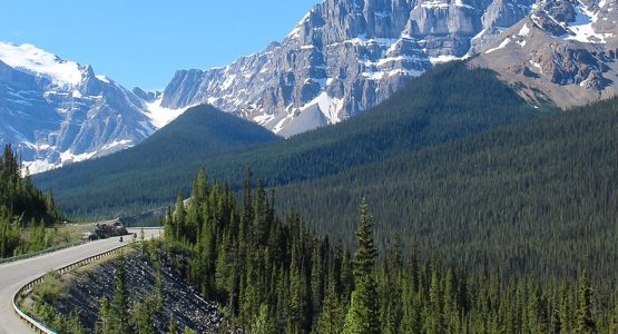 Expansive view of the mountains around Icefields Parkway