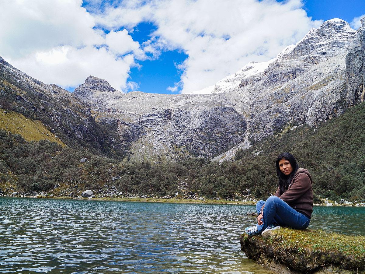 Hiking at Uruscocha near Huaraz on a guided tour