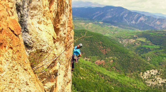 Guy rock climbing on Trad and Multipitch rock climbing tour in Riglos, Spain
