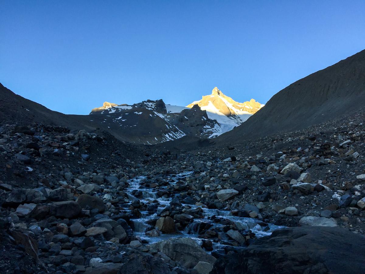 Trekking in Himalayan mountains on Annapurna Circuit trek in Nepal