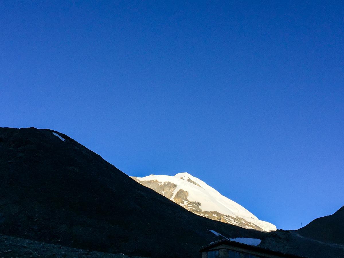 Blue sky and snowy peaks on Annapurna Circuit trek in Nepal