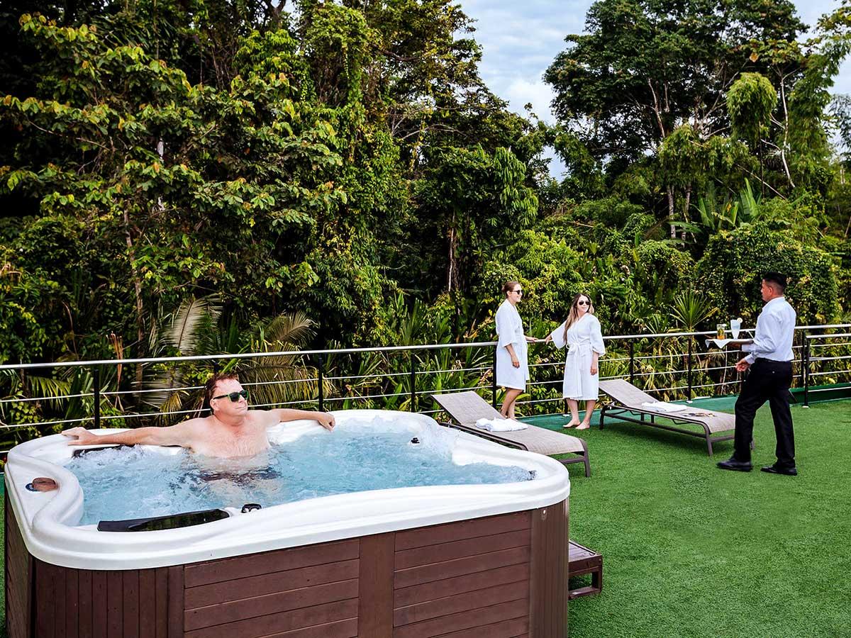 Luxurious amenities onboard the Anakonda Cruise Ship