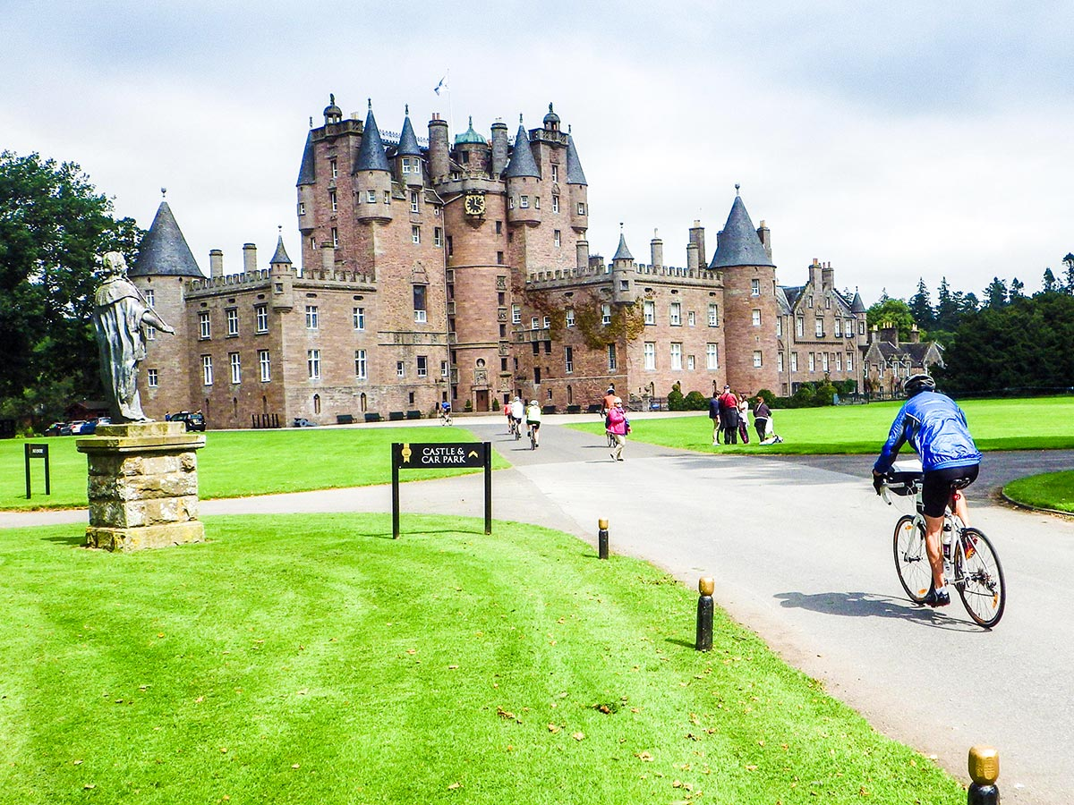 Road Cycling tour from Inverness to Edinburgh is a treat for architecture lovers