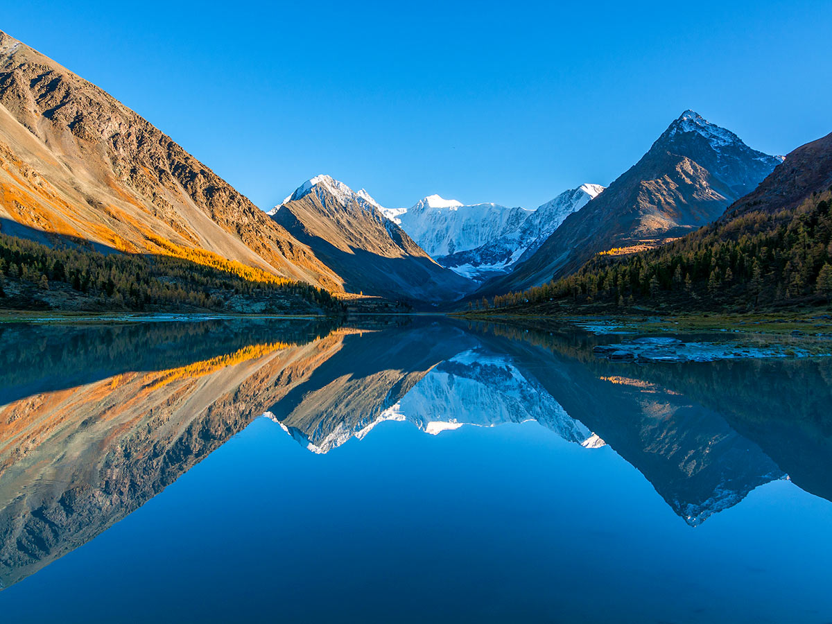 Blue lake surrounded by beautiful Altai Mountains seen on Golden Ring of Altai Tour in Russia with a guide