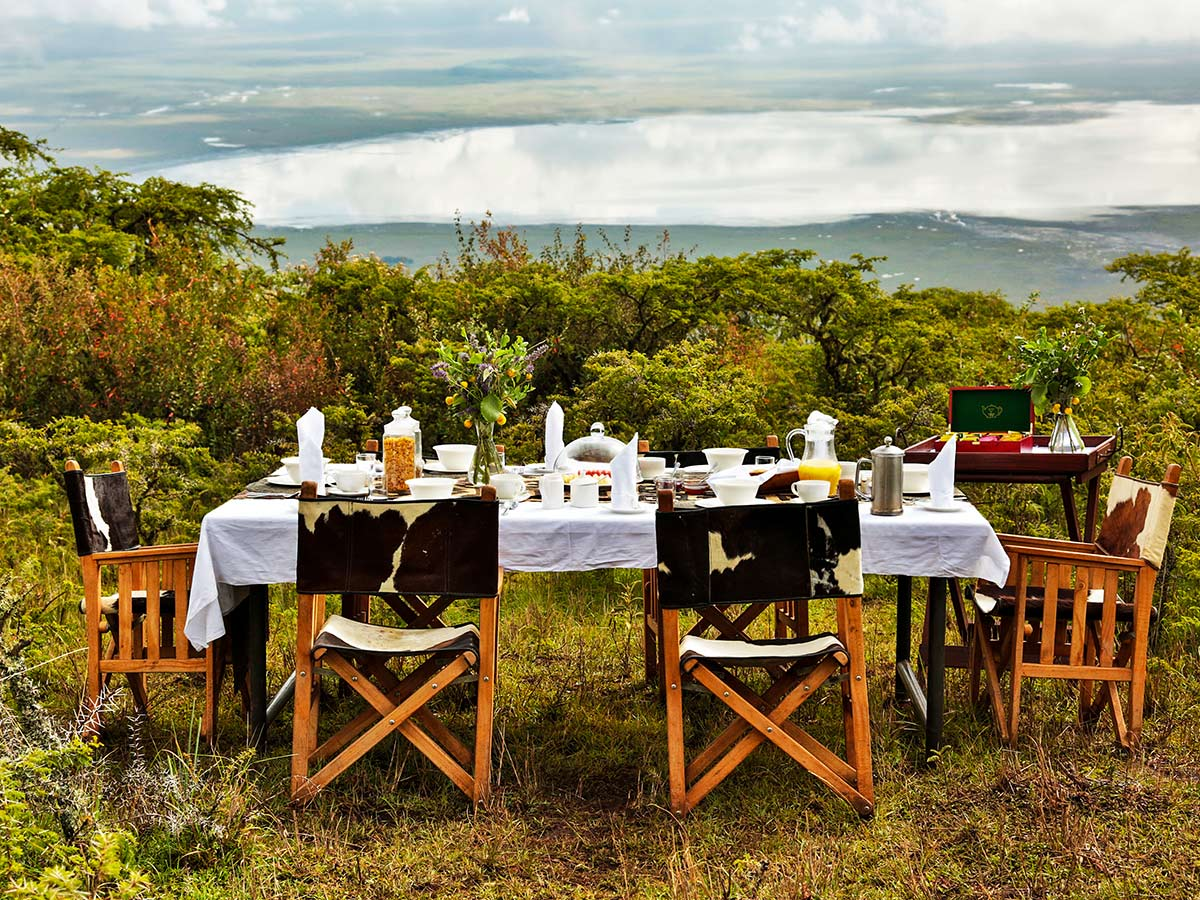 Beautiful table set for lunch in one of the campsites on Tanazia and Kenia Safari