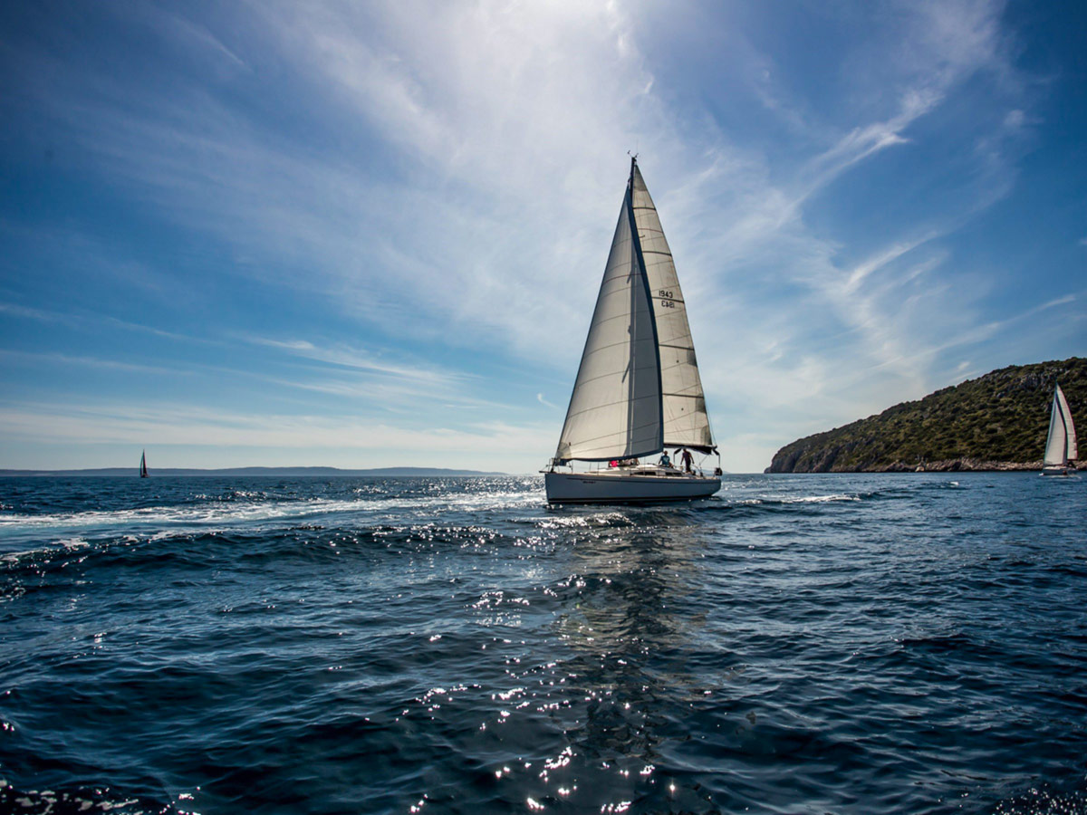 Sailing to the Vis Island on a guided tour in Croatia and its beautiful islands