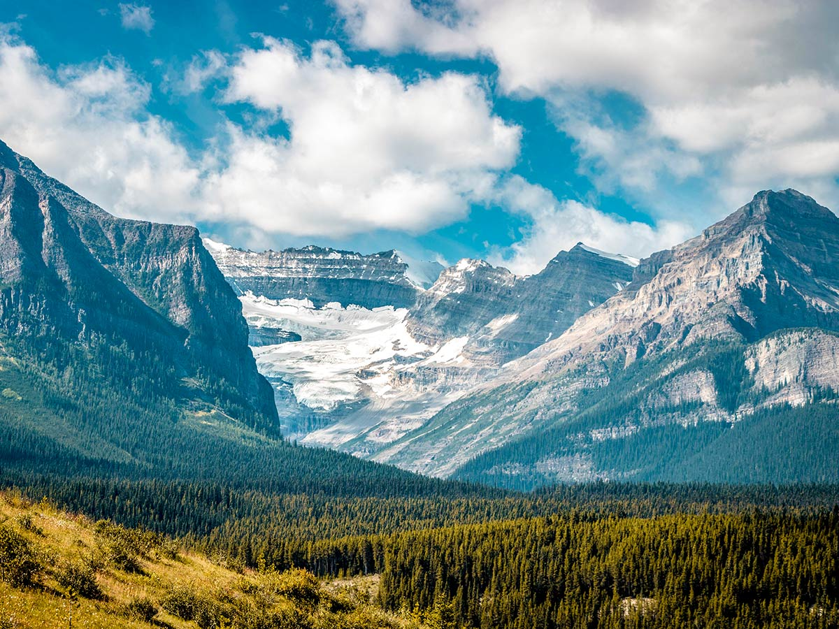 Mountain views in the Canadian Rocky Mountains, seen on a guided tour in Banff and Jasper National Parks