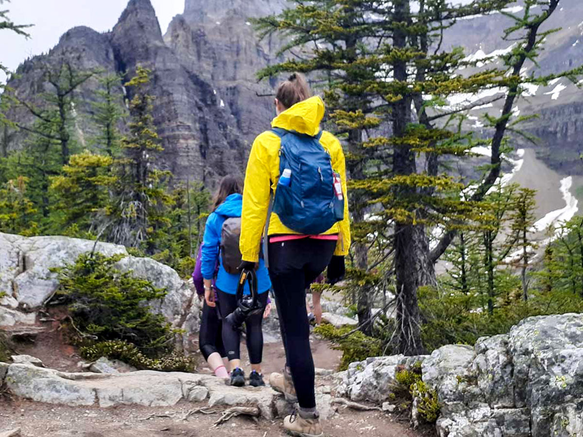 Hikers on a route to Lake Agnes Teahouse