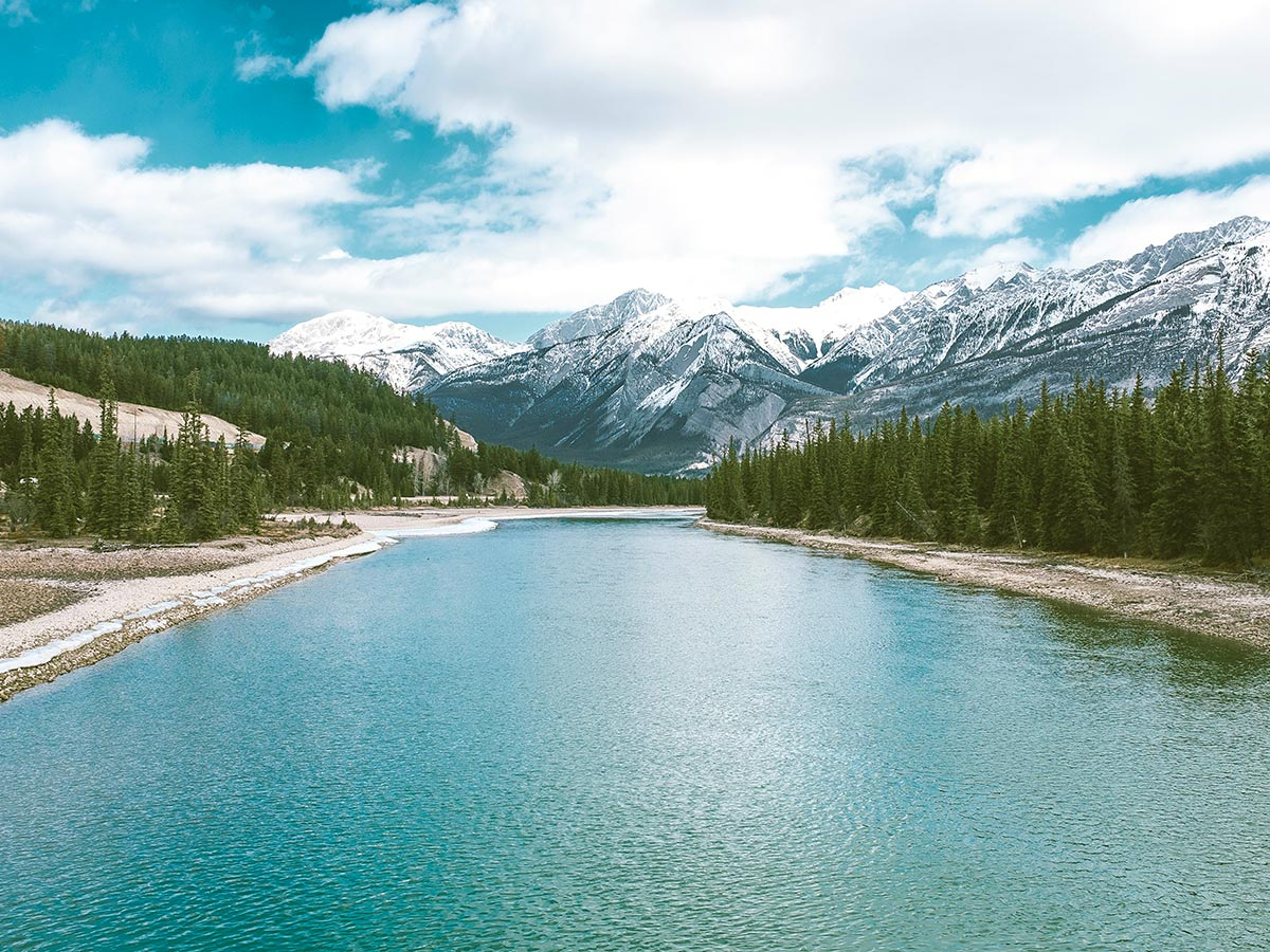 Beautiful views over the mountains and the lake in the Canadian Rocky Mountains