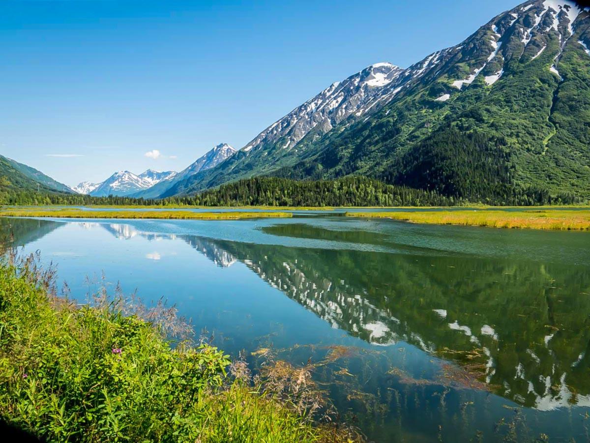 Hiking tour in Kenain (Alaska) includes visiting several beautiful lakes