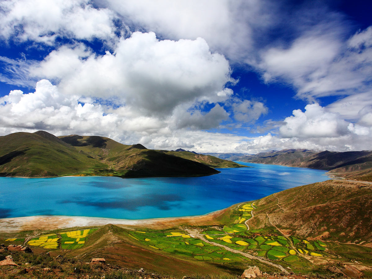 Yamdrok Lake seen along Great Bike tour in Central Tibet