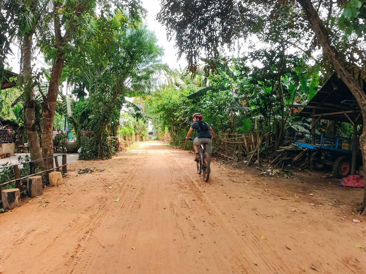 Dirt road in Cambodia between Phnom Penh and Angkor Wat