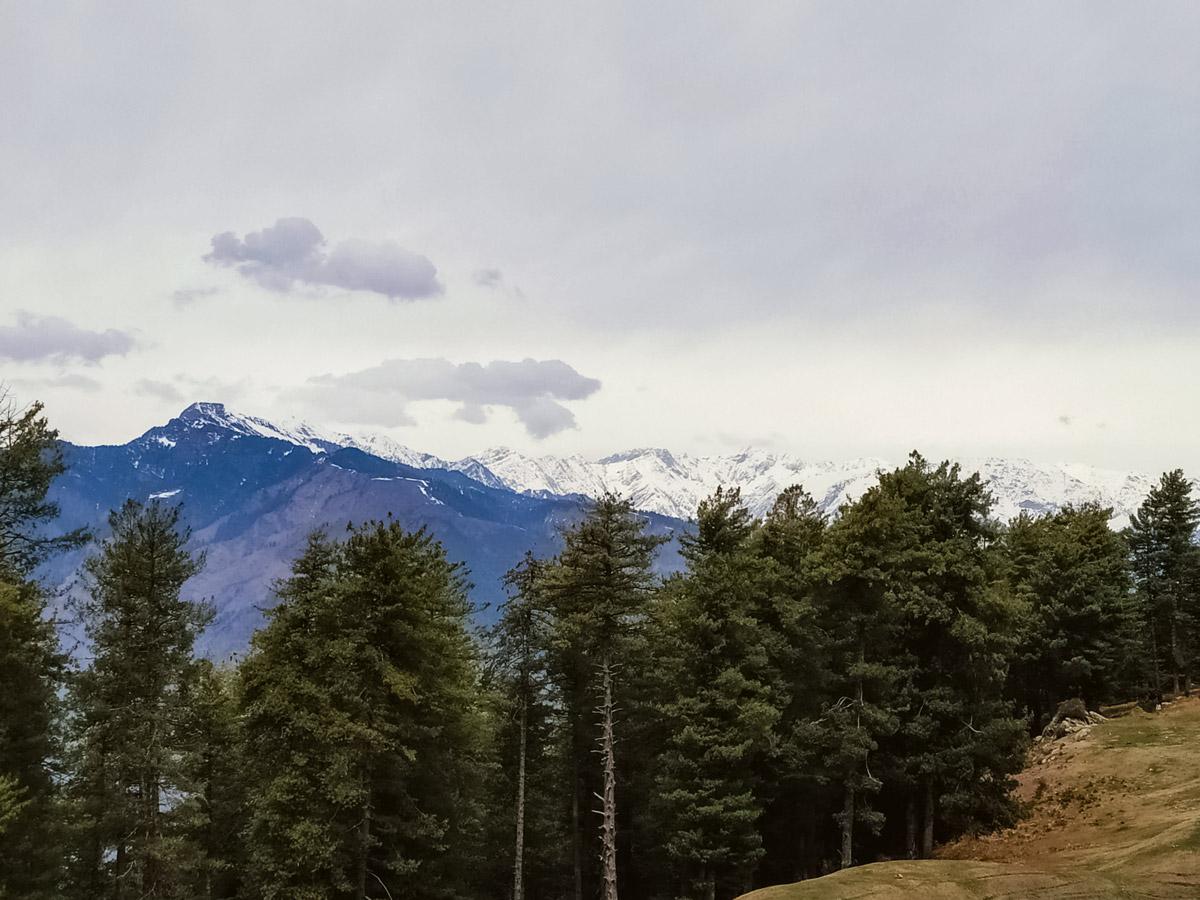 Manali snow on Himalayan mountain peaks seen along safari tour in India