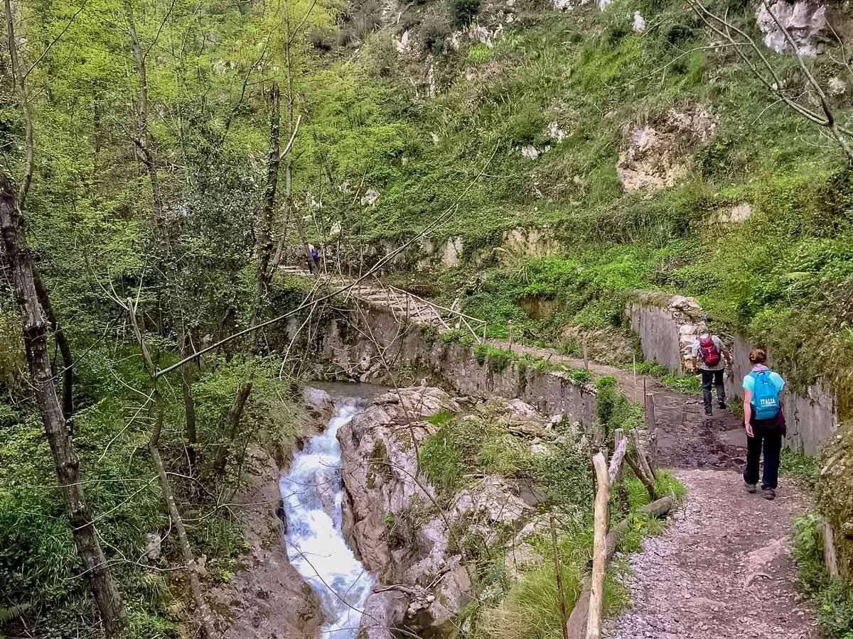 Trekking costiera beautiful green paths walking Amalfi Coast Italy