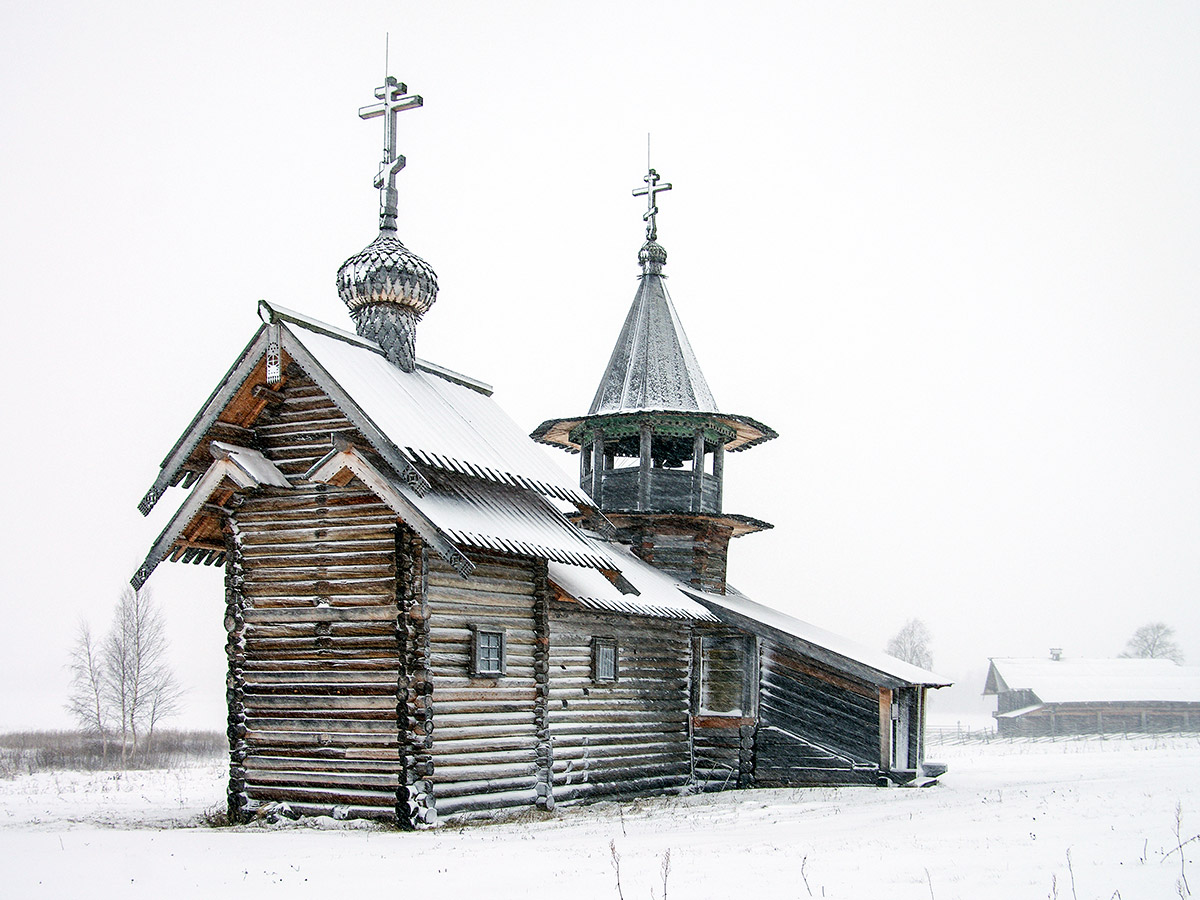 Karelian architecture in winter on Karelia multi sport tour with a guide