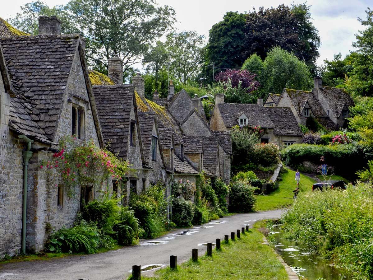 Cotswold England stone townhouses laneway walking tour UK