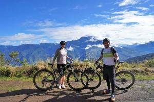 Two cyclists in Ecuador