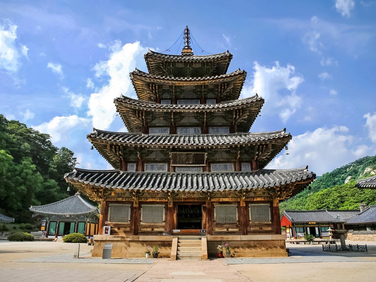 Beopjusa beautiful temple traditional arcitecture building South Korea adventure trekking tour asia