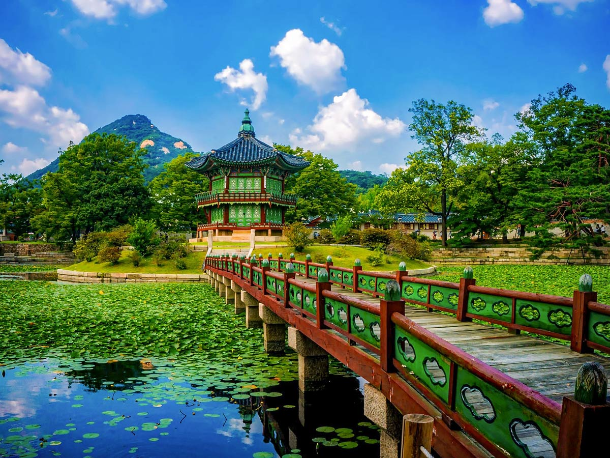Gyeongbokgung palace exploring South Korea adventure tour