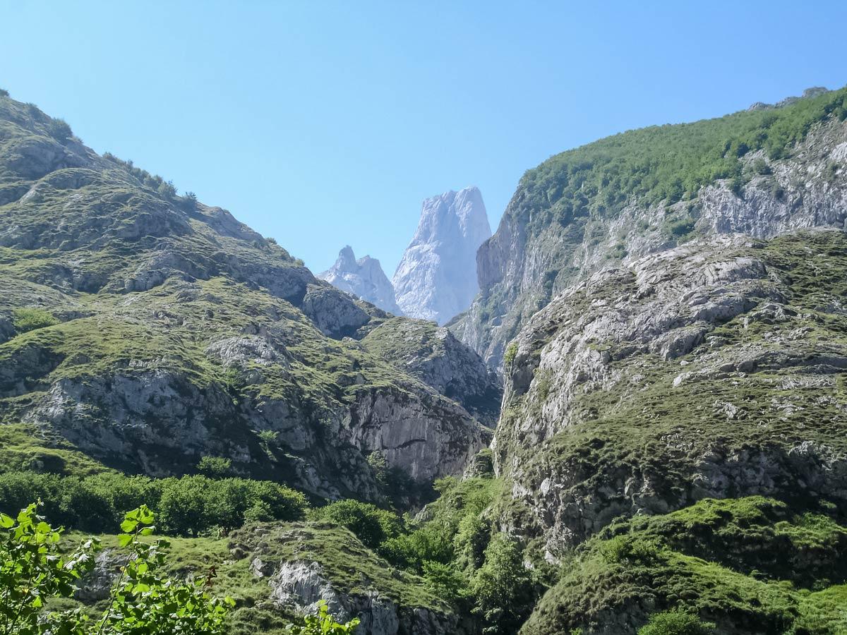Pandebano poncebos mountain ranges peaks