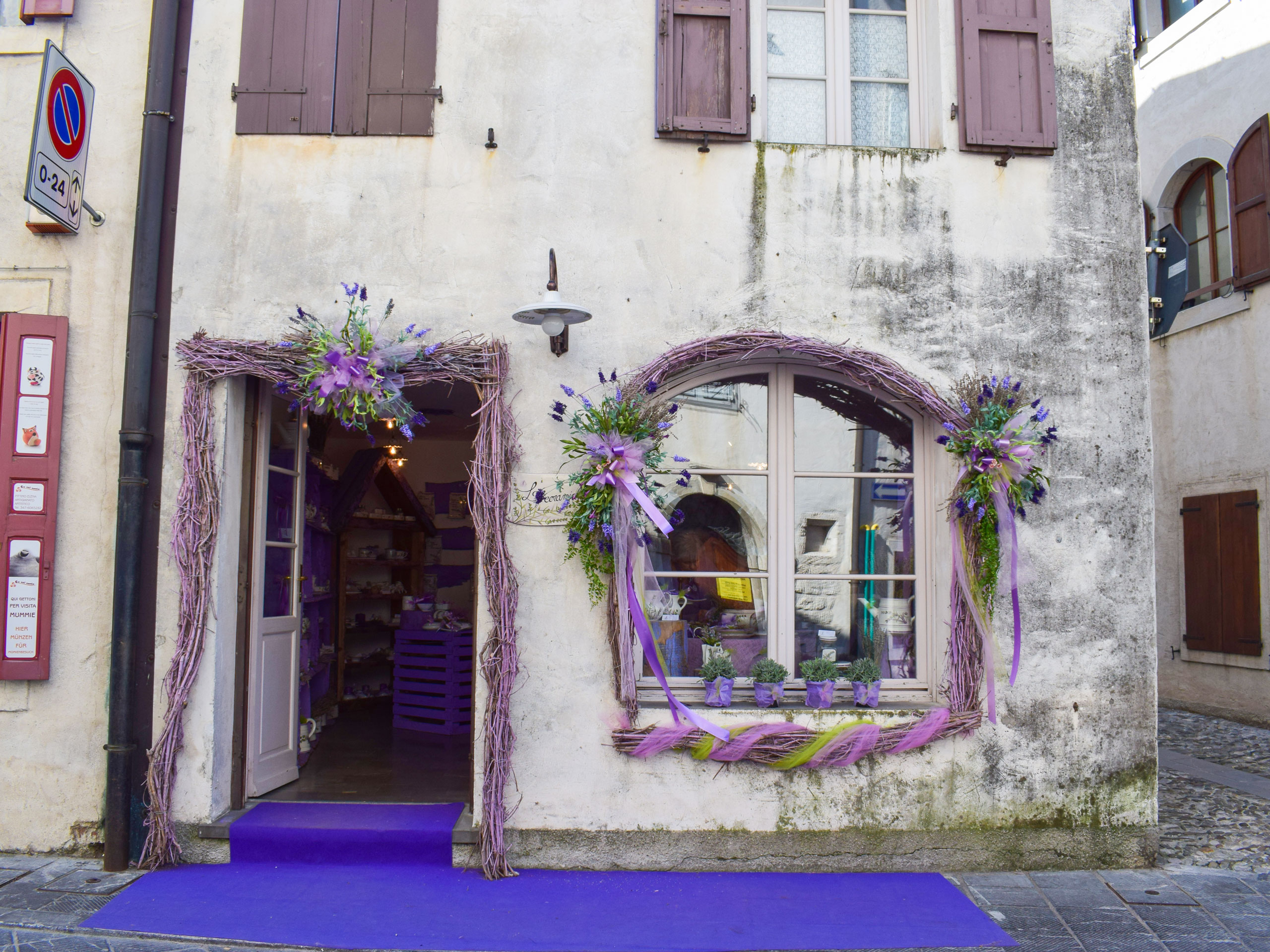 Purple decoration shop in the old architectural house in Italy