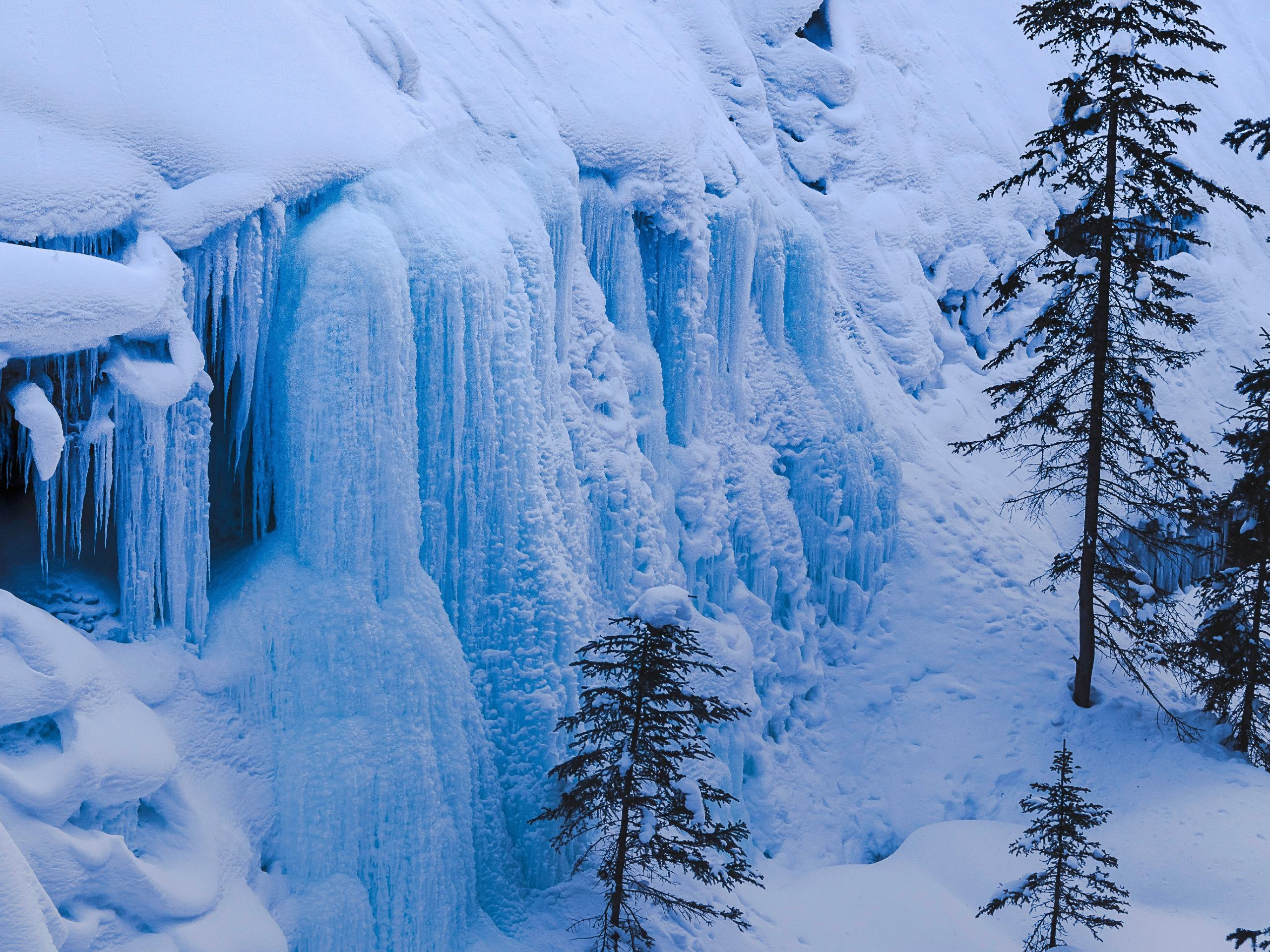 Frozen waterfalls in the Johnston Canyon