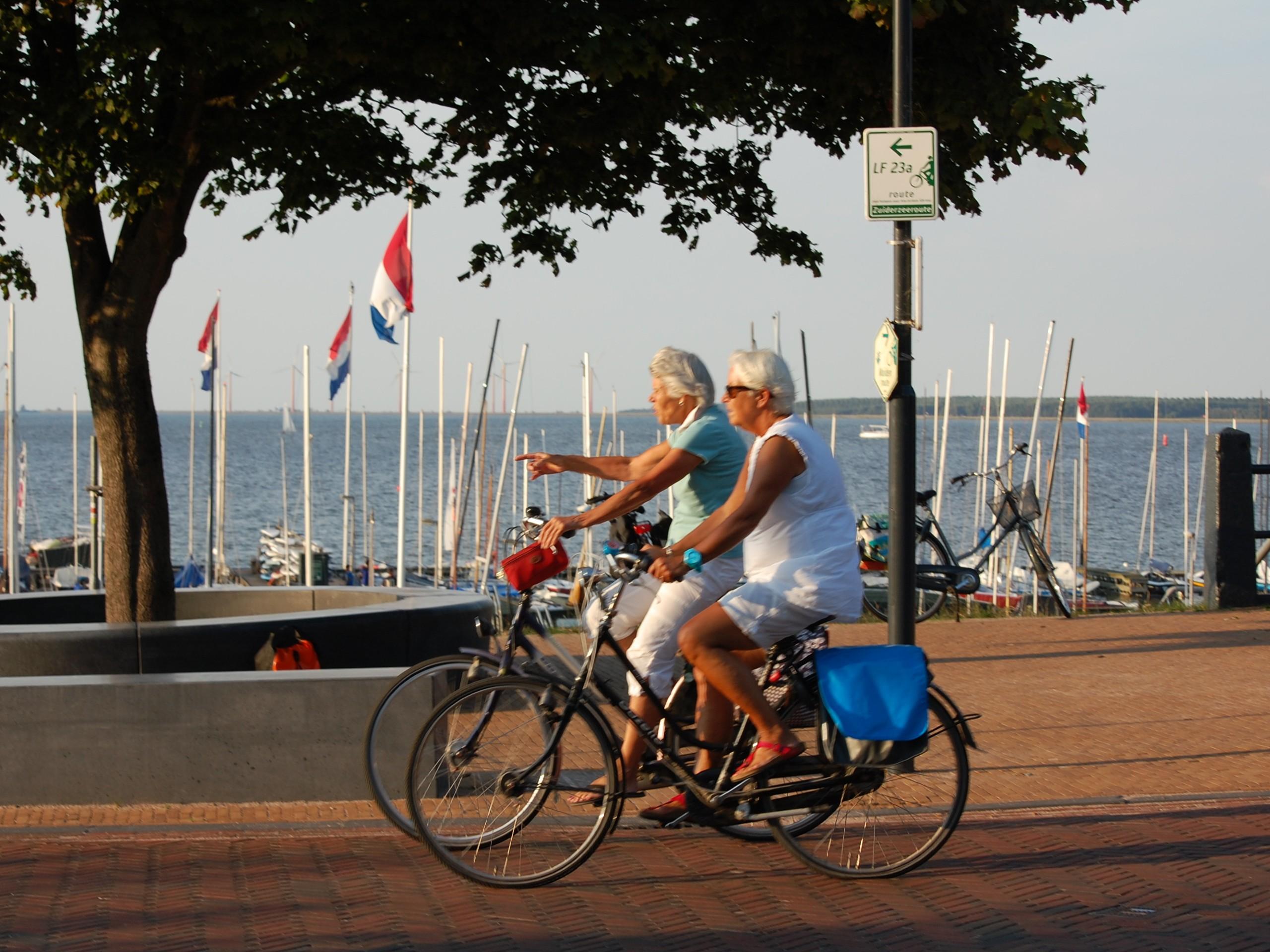 Couple biking in the promenade of Muiderberg
