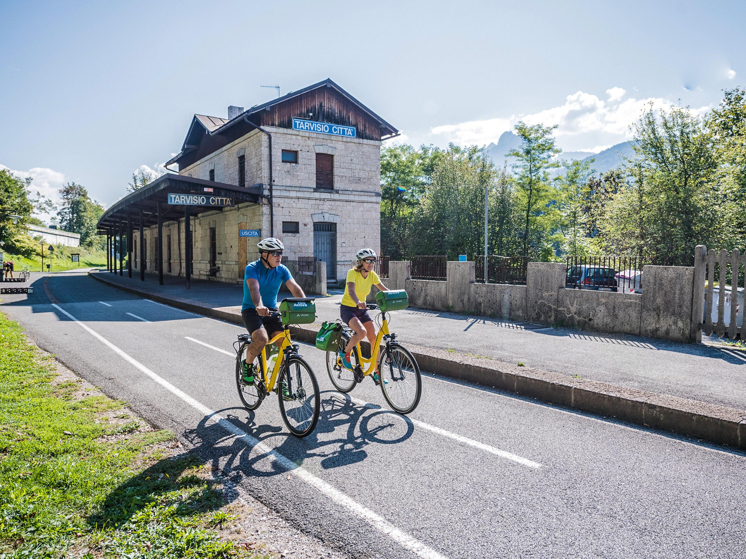 Cycling on Italian road