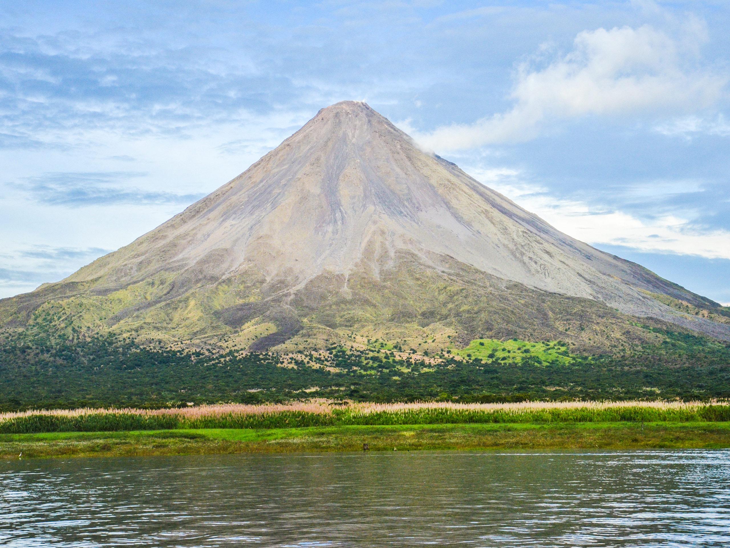 Arenal Volcano lake beautiful landscape